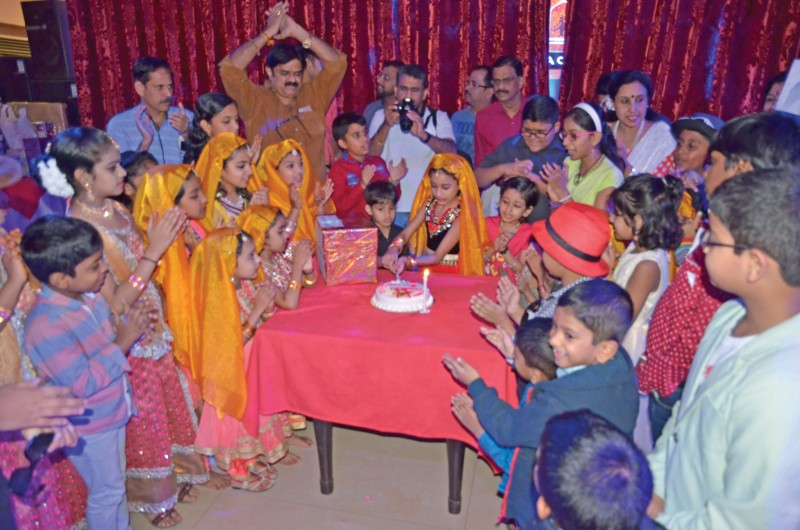 Palakkad Arts and cultural Theatre celebrated Christmas and New year at Baan Saang Thai Hotel, Adliya. Participants aged from 5 to 55 were part of various cultural programmes and games.