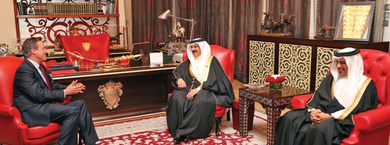 HM King Hamad bin Isa Al Khalifa in the presence of Crown Prince HRH Prince Salman bin Hamad Al Khalifa, received former Prime Minister of the United Kingdom, David Cameron at Safriya Palace on January 10, 2017. Cameron also paid a visit to the Headquarters of Bahrain Economic Development Board and met with Chief Executive Officer Khalid Al-Romaihi.