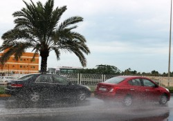 Cars fly past flash floods on road in Budaiya.(Santhosh Rajendran)