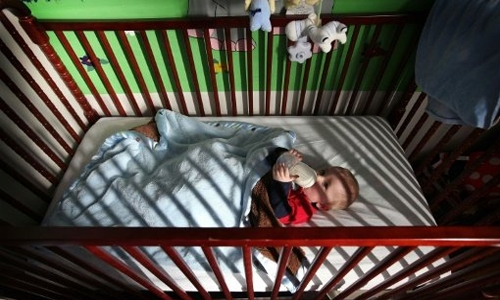Babies should sleep in parents' room first year