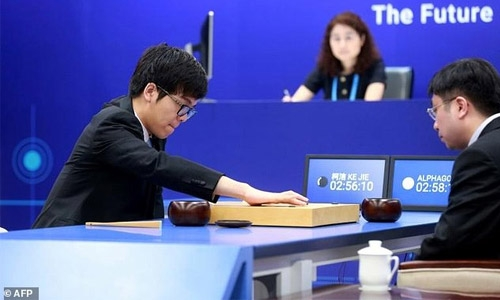 Google AI programme beats top-ranked Go player