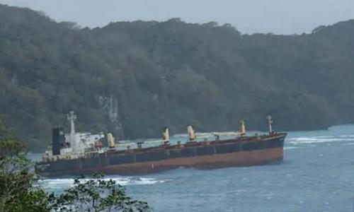 Oil spill fears for ship stranded on Pacific reef