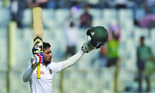 Mominul powers Bangladesh to 374/4