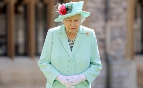 Queen Elizabeth to honor UK health workers during the pandemic