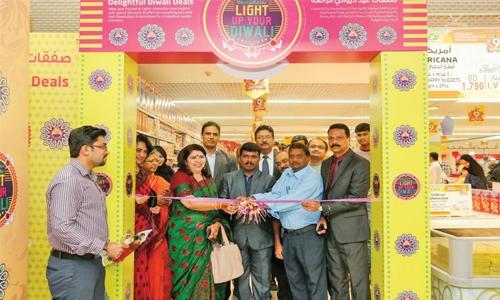 LuLu hails Diwali with treats, glamour