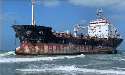 Big 'flagless' ship runs aground in UAE
