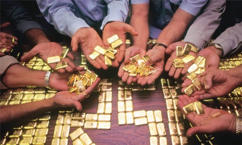 Indian from Bahrain caught smuggling gold