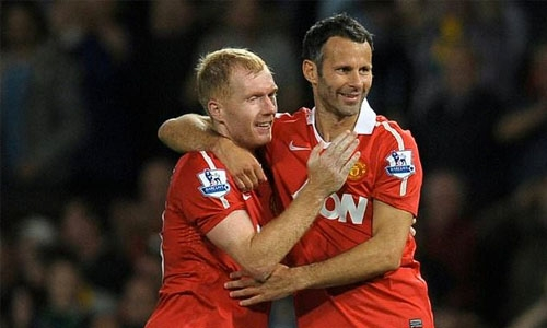 Giggs and Scholes no-show angers India fans