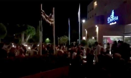 Two killed as 6.7-magnitude quake hits Greek, Turkey tourist resorts
