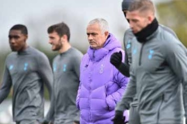 Mourinho says fixture pile-up will force Spurs to sacrifice League Cup