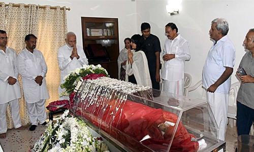 India bids farewell to 'supermom'