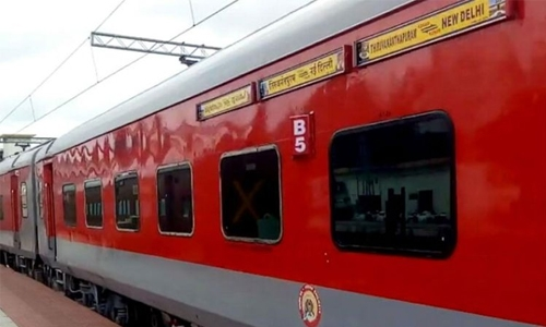 Four passengers die in 'unbearable' heat on Indian train