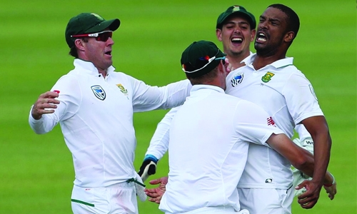 South Africa beat India, take 1-0 lead
