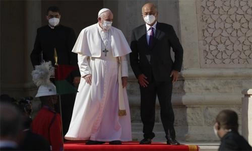 Pope meets Iraqi leaders in Baghdad's Green Zone