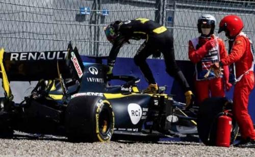 Verstappen tops second practice, Ricciardo crashes