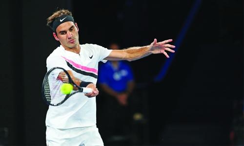 Federer into Australian Open semi-finals