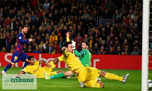 Messi fires Barca into last 16
