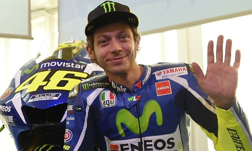 Rossi back on bike 18 days after double leg fracture