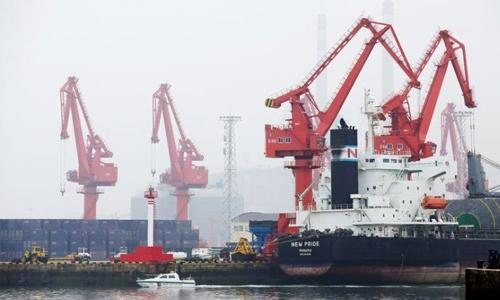 Oil rises 1% on US stimulus hopes, supply concerns