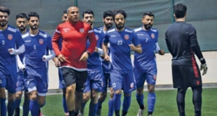Football national team kick off local training sessions