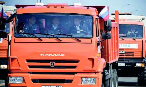 Putin drives across bridge linking Crimea to Russia