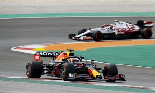 Verstappen beats Hamilton to top final Portugal GP practice