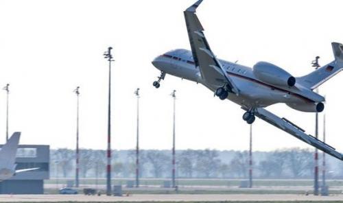 German plane crash lands, disrupts airport traffic