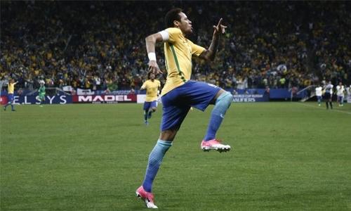 Brazil book World Cup berth, Argentina tumble