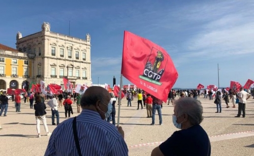 Portuguese workers protest for better wages amid pandemic
