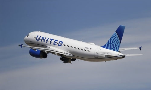 United loses $1.36 billion as business travel remains weak