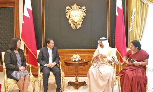 PM hails expats' role in Bahrain's progress
