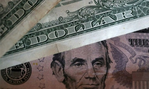 Dollar extends gains in Asia as Fed heads for rate hike