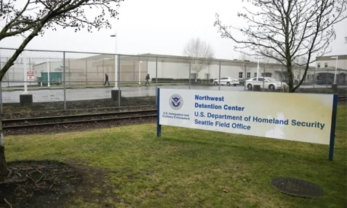 Armed man dead after attacking US immigration jail