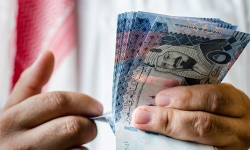 Saudi man accused of using fake notes
