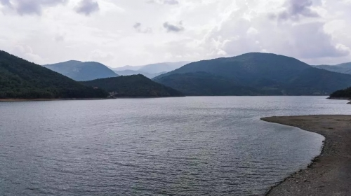 Lake Trump? Disputed reservoir could be named after US president