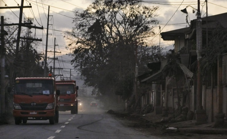 At least 53,000 locals displaced by erupting Philippine volcano