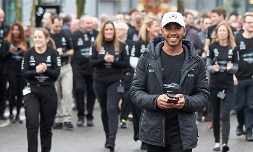 Hamilton gets 'Guard of honour' from Mercedes