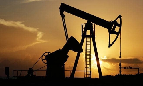 Oil falls almost 2pc on weaker demand, rising US inventories