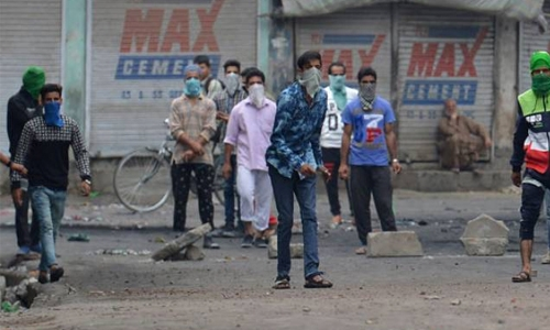 Protester killed in fresh clashes in Indian Kashmir