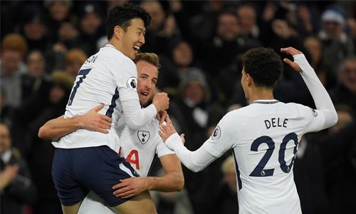 Kane nets brace as Spurs thrash Stoke