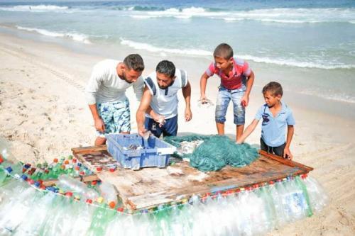 Fisherman battles poverty with plastic-bottle boat