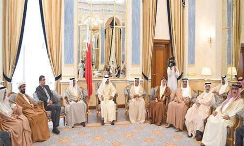 Prime Minister lauds patriotism of Bahrainis