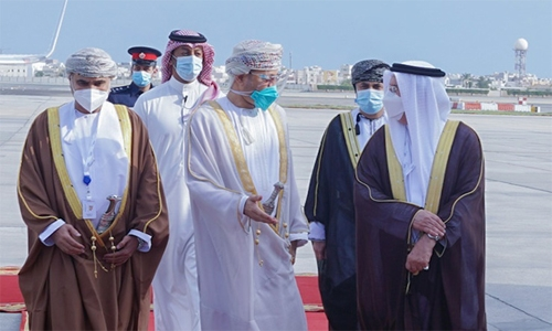 Omani Foreign Minister arrives in Bahrain