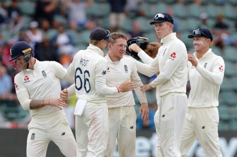 Bess spins England closer to series lead in spite of de Kock resistance