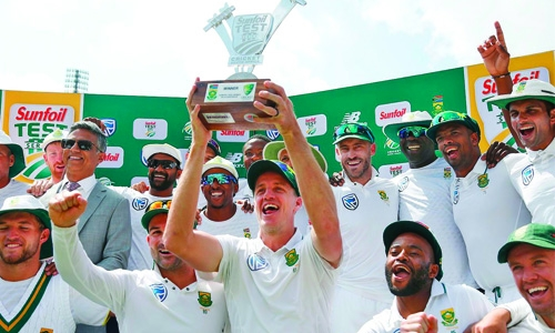 Philander bowls SA to record victory
