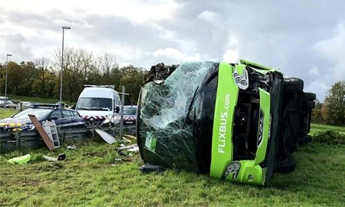 33 hurt as Paris-London bus overturns
