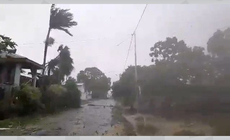 Cyclone Harold tears through Vanuatu, bears toward Fiji