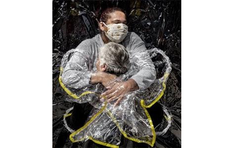 Coronavirus hug image named World Press Photo of the Year
