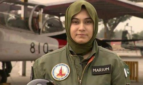 Pakistan female fighter pilot dies in jet crash