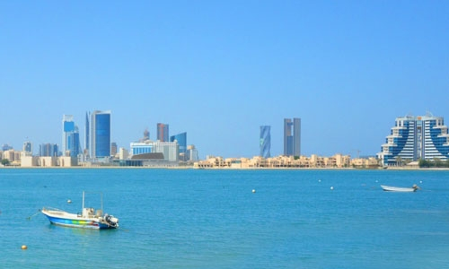 What does the start of summer in Bahrain mean for expatriates?
